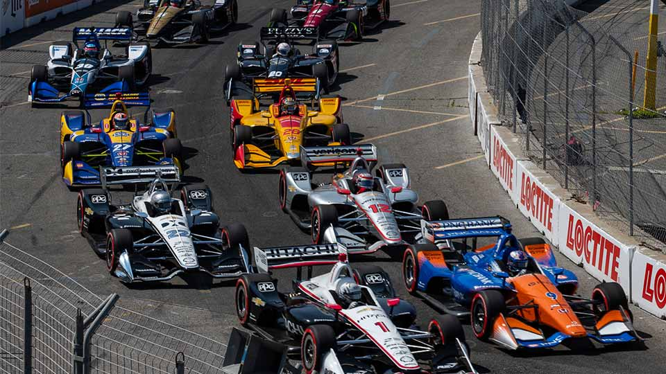 Indy Cars lineup to begin the race